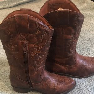 Girls Cherokee brown cow boy boots